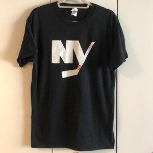 NY Islanders Black & White Logo Men's T- Shirt